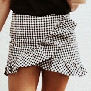 Zara gingham black white ruffle skort skirt shorts